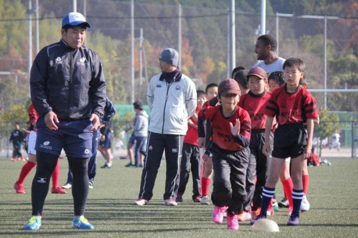 RSの選手と小さい子達の写真