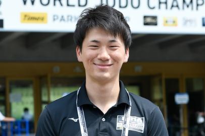 一般受付担当:井上瑛太さん(国際学部外国語学科英米語専攻4年)