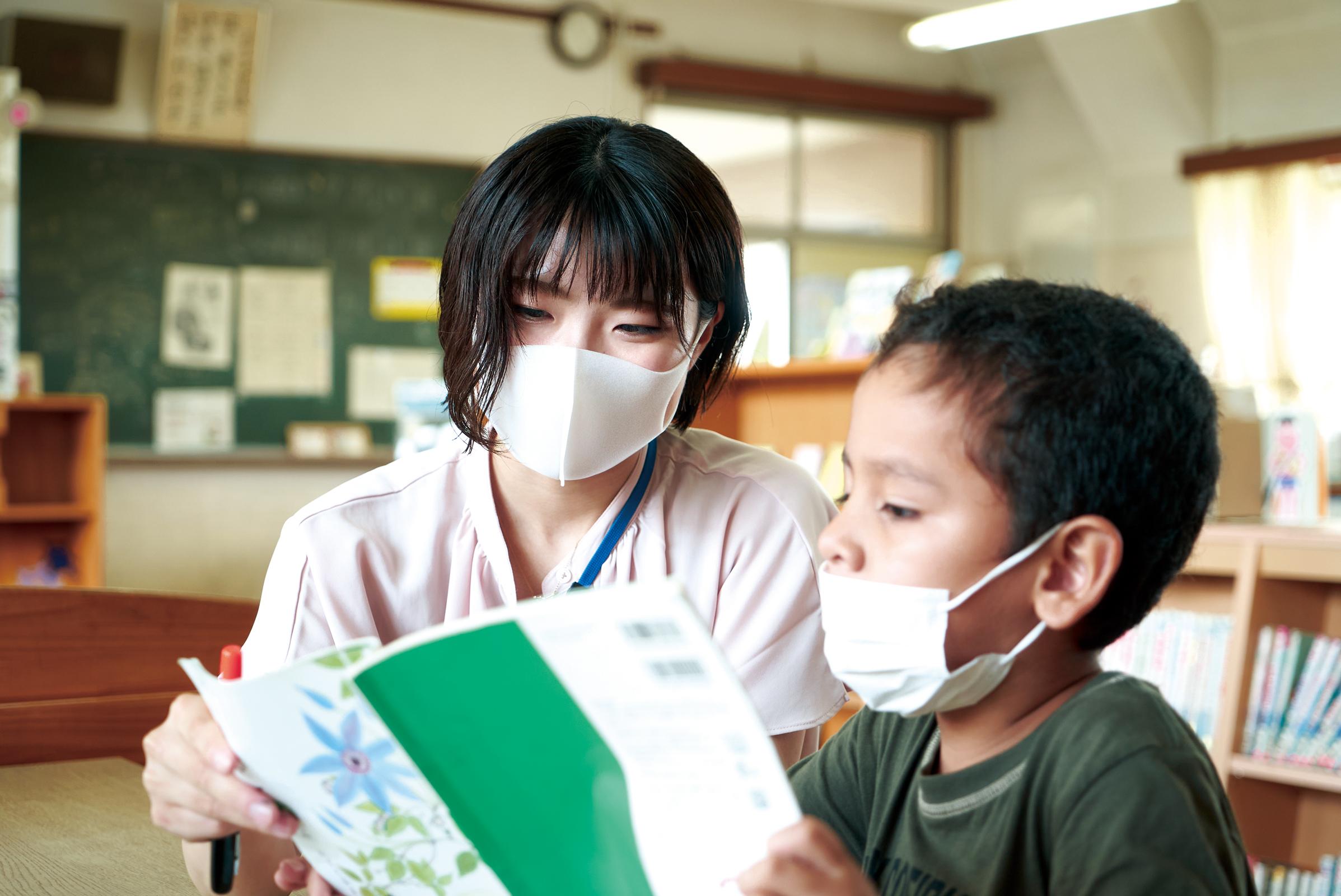 海外出身の児童に寄り添う。 外交の舞台をめざし勉強中。